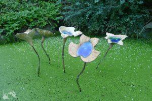 bassin et sculptures au jardin des sambucs